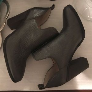 Vince Camuto Federa Ankle Booties 7M